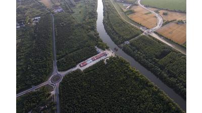 Épül az elkerülő út a Mosoni-Duna híddal.